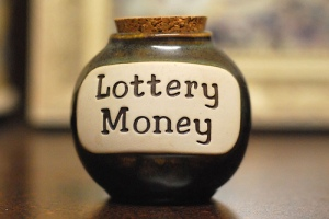 lottery-money by Lisa Brewster @ flickr